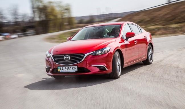 В дивжении Mazda6 выглядит еще красивее
