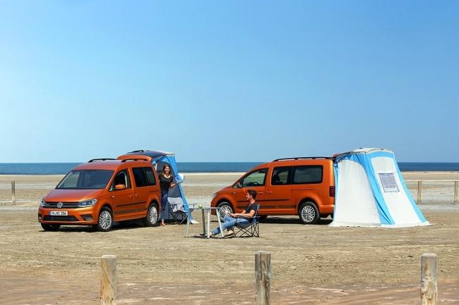 На базе Caddy выпускаются различные спецверсии. Например, туристическая, сменившая название с Tramper на Beach. Она укомплектована пристегивающейся к багажному проему палаткой, на стенках размещены отсеки для вещей, а сложенные сиденья превращаются в кровать. Еще одна спецверсия - Generation Four выпущена в честь старта четвертого поколения Caddy. Она отличается кожаными сиденьями, красными вставками в салоне и 17-дюймовыми легкосплавными дисками с красными элементами.