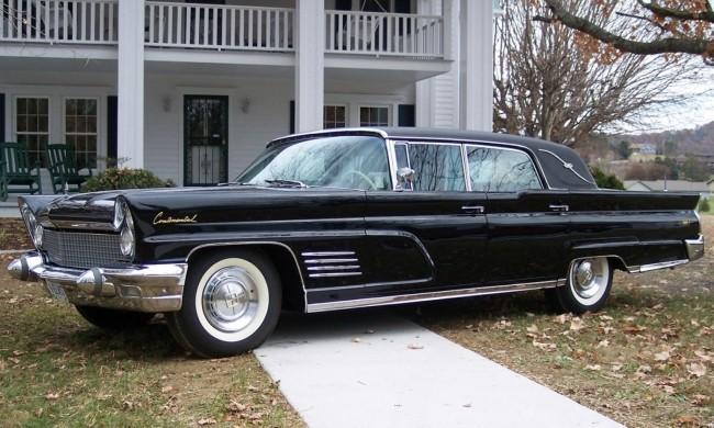 Lincoln Mark V Limo, на котором Элвис Пресли за пять лет наездил 33 000 миль, после чего подарил его своему другу Алану Фортесу.