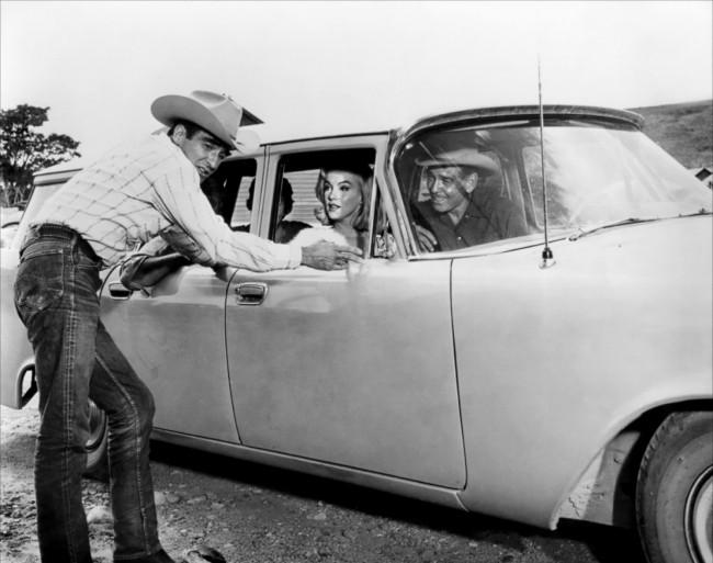 Как истинная американка, Мэрилин не могла обойти вниманием автомобили марки Cadillac.