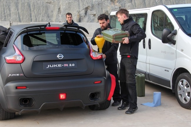 Так заправляют Nissan Juke-R