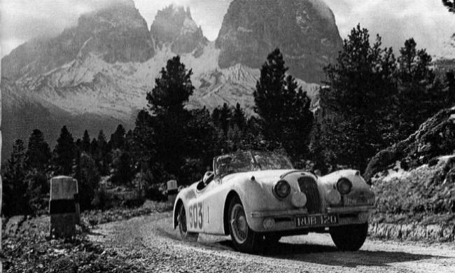 Jaguar XK120 NUB 120 (Ян Эпплярд- Патрисия Лайонс) на трассе альпийского ралли. 1950 год
