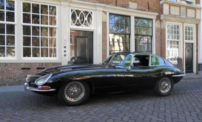 Jaguar XK E-Type (Series 1, отличается прозрачными колпаками на фарах) 1965 год
