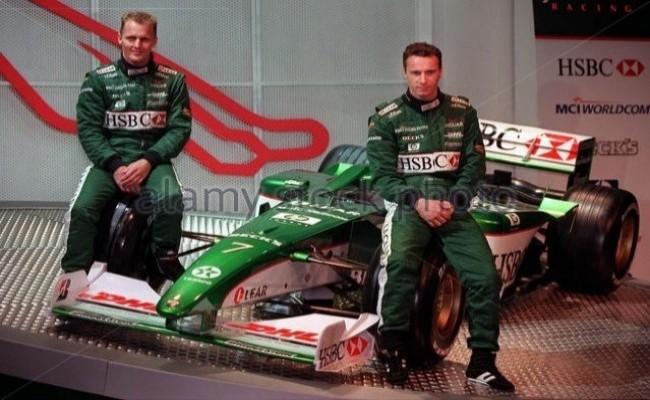 Джонни Герберт и Эдди Ирвайн. Jaguar R1 2000 год