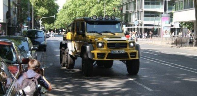 Замеченный в Киеве 6-колесный Гелендваген подвергся дорогущему тюнингу