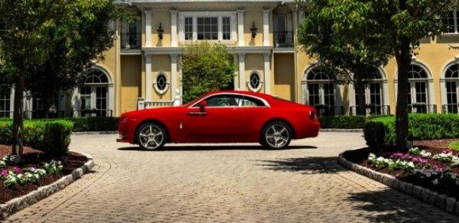 Rolls-Royce представляет лимузин в красном