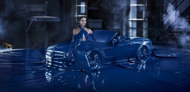 Mercedes-Benz SL одели в латексную одежку