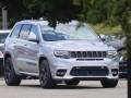 Шпионы сфотографировали 700-сильный Jeep Grand Cherokee - фото 1