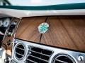 Rolls-Royce Wraith и Dawn получили эмблемы из белого золота - фото 5