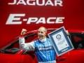 Jaguar E-Pace попал в Книгу Гиннесса за самую длинную «бочку» в мире - фото 2