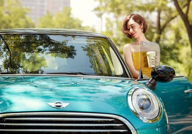 Модный блогер из Китая продала сто машин за четыре минуты