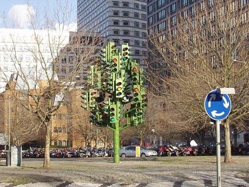 Авто - факт: в Великобритании есть светофорное дерево