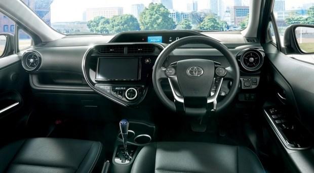 стандартный хетч Toyota Aqua