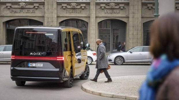 Электрический микроавтобусVW MOIA предназначается для сервиса общего применения авто