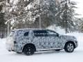 Mercedes вывел на зимние тесты новый GLS - фото 9
