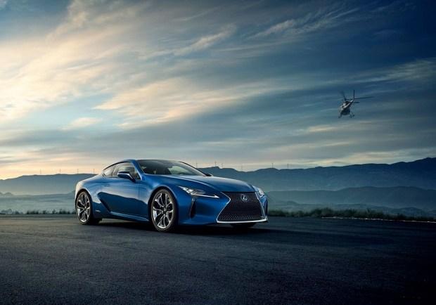 Lexus LC500 в цвете Structural Blue.