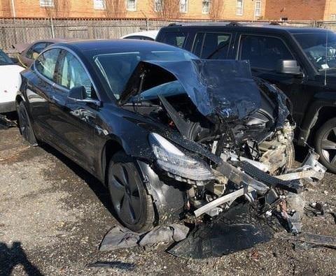 В Российской Федерации  выставлена на реализацию  первая Tesla Model 3
