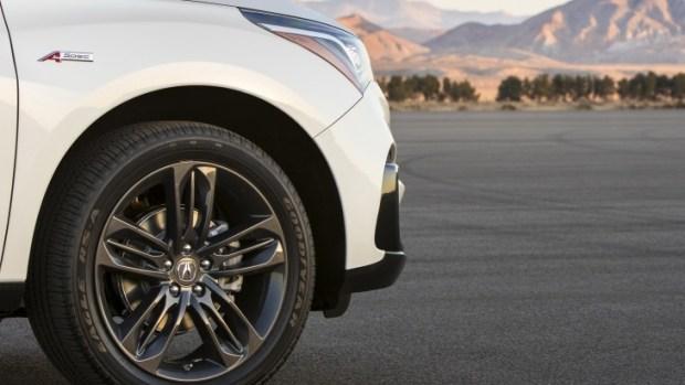 Официальный тизер внедорожника Acura RDX нового поколения