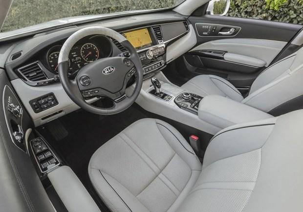 Интерьер Kia K900 текущего поколения