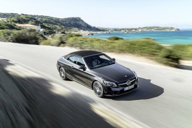 Benz отзывает неменее 12 тыс. авто в РФ
