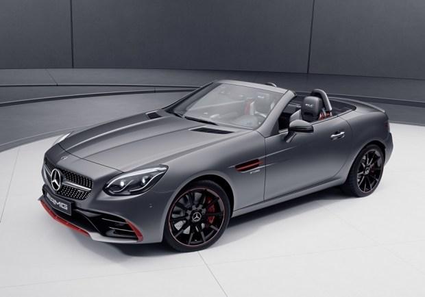 Топовая модификация родстера SLC — Mercedes-AMG SLC 43 — оснащается трехлитровой «шестеркой» мощностью 367 лошадиных сил и 520 Нм крутящего момента.