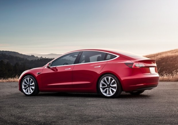 Тесла временно прекращает производство Model 3