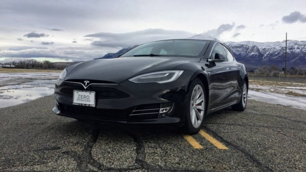 Tesla Model S P100D стартует с 0 до 100 км/ч за 2,4-2,5 с