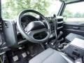 Land Rover Джеймса Бонда продадут на аукционе - фото 13
