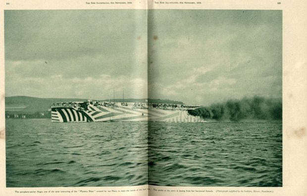 Камуфляж британского авианосца HMS Argus. 1919 год.