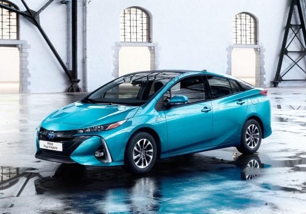 Одной из самых «чистых» моделей на рынке является гибрид Toyota Prius с уровнем вредных выбросов 22 грамма на километр пробега.
