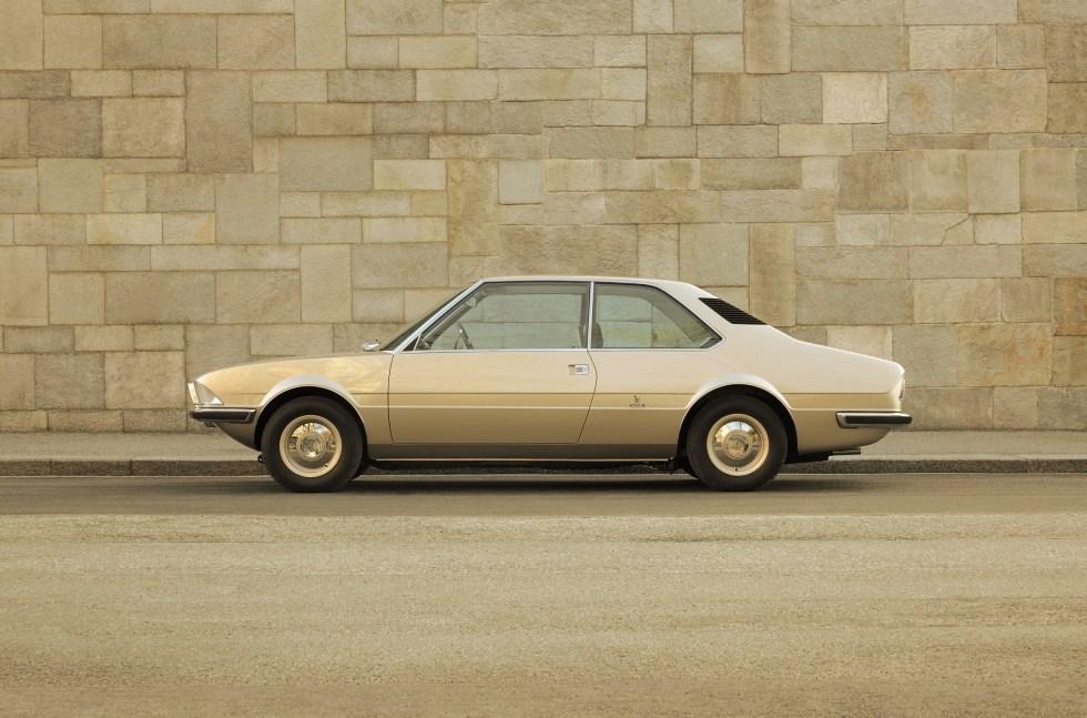 Воссозданный концептуальный автомобиль БМВ 1970 года представили наКонкурсе элегантности