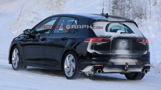 Новый VW Golf Rстанем самым быстрым вистории модели