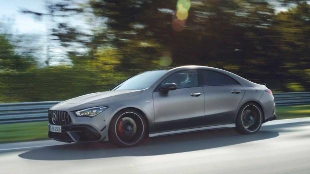 Mercedes привез в Россию автомобили с мощнейшей в мире «четверкой»