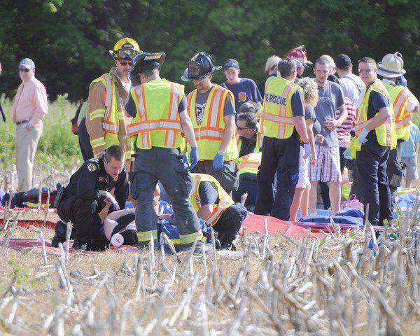 Катастрофа в США : школьный автобус перевернулся, 10 детей пострадали (ФОТО)