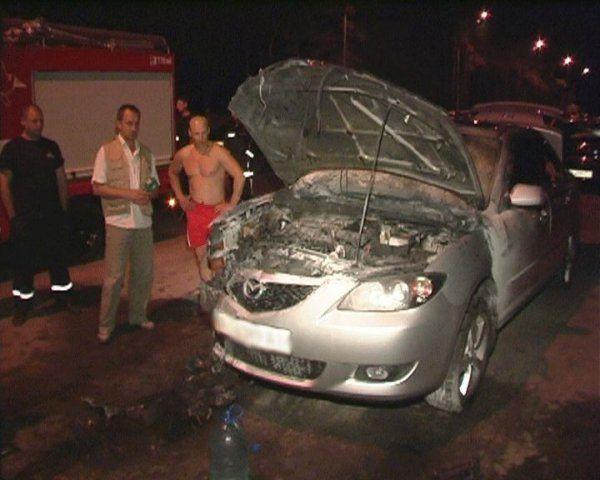 Киев : поджог Mazda произошел на ул. Генерала Жмаченка (ФОТО)