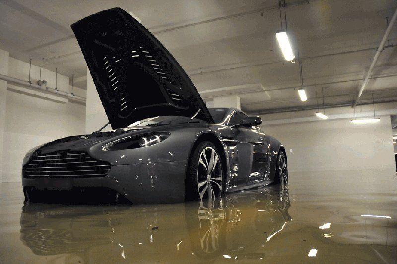 Lamborghini, Ferrari, BMW, Aston Martin, Audi, Maserati, Porsche утонули не устояв перед стихией (ФОТО)