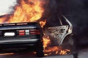 Поджог трех авто в Киеве : на ул. Тулузы, 15 сгорели Suzuki, Chery и ЗАЗ (ФОТО)