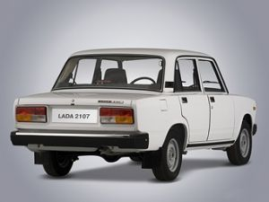 """ВАЗ-2107 Жигули/Lada 1500SL/Lada Riva ( """"семерка """") - заднеприводный четырехдверный седан Волжского автозавода с..."""