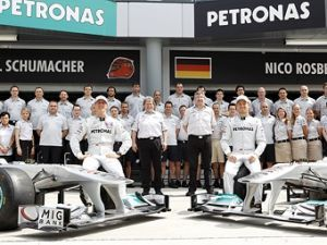 Бригада Формулы-1 Мерседес GP наймет 100 свежих служащих