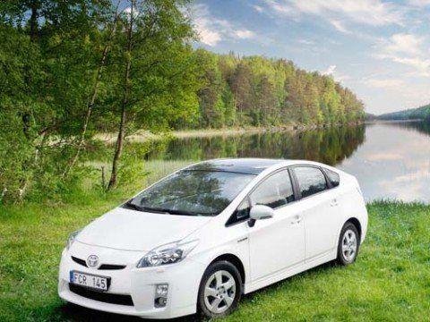 Toyota Prius Plug-In Hybrid - первый массовый автомобиль из зарядкой от розетки
