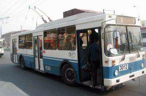 В Киеве водитель троллейбуса переехала сама себя - женщина погибла