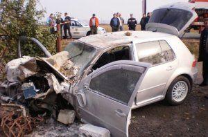 Volkswagen убил старушку, въехал в дом и загорелся
