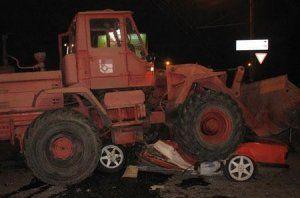 В Харькове бульдозер раздавил BMW с водителем