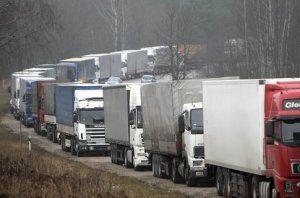 Автоперевозчикам повысили денежные штрафы и обязали двигаться с тахографами