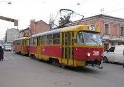 В Мариуполе трамвай пересек молодого человека