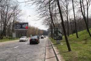 Парковую проезжую часть в Киеве превысили на монтаж