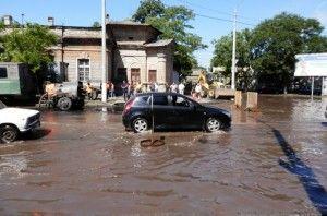 В Одессе – очередной потоп: по знаменательной части города плавают автомашины