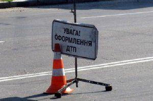В Луганске сын прокурора сшиб насмерть девушку, а раньше шлепнул авто в пробке (Видео)