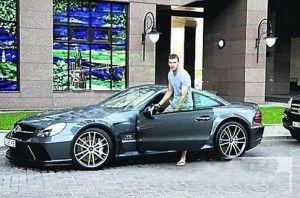 Мастер, пробивший авто Актау, кинулся приветствовать футболиста с победой и бешено прощался