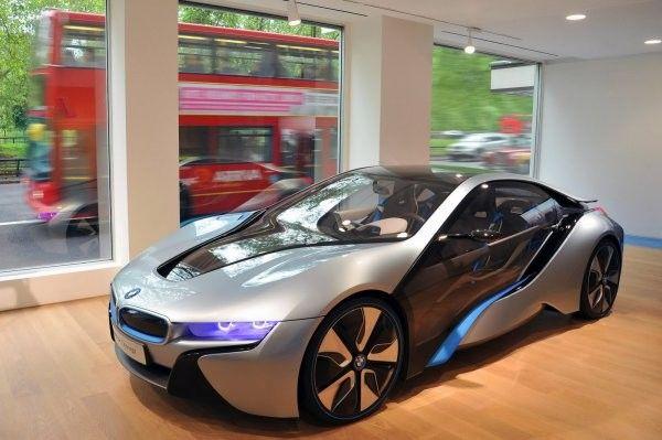 БМВ приоткрыл первый во всем мире автомобильный салон для «i-мобилей»